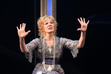 Александра Захарова на сцене театра