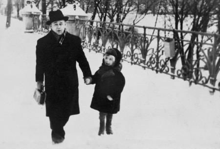 Раймонд в детстве с отцом