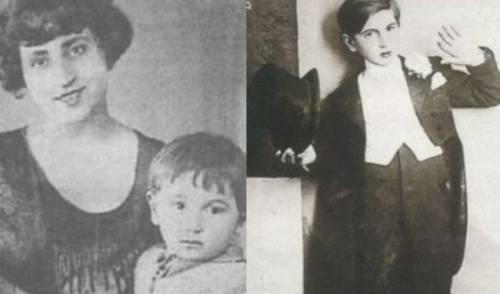 Детские годы Шарля. Слева с мамой.
