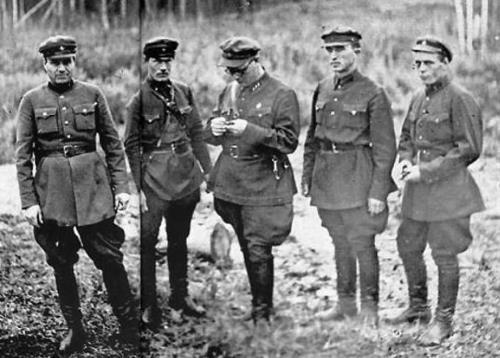 Расстрельная команда НКВД, 1936 г. «Одеколоном мылись. До пояса. Иначе не избавиться от запаха крови и пороха. Даже собаки от нас шарахались...»