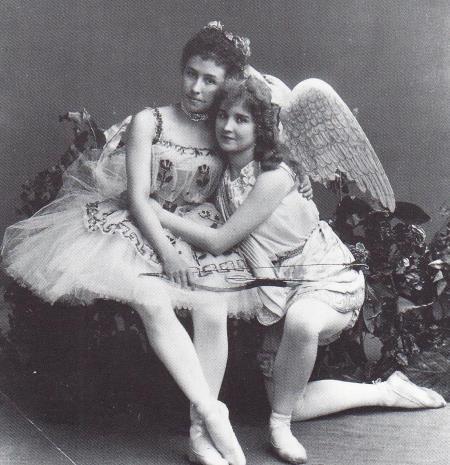 Матильда Кшесинская и Вера Трефилова в балете Пробуждение Флоры.