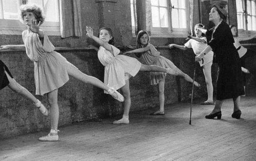 Матильда Кшесинская в Парижской балетной студии в роли педагога