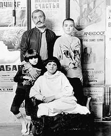 Виктор Мережко с женой Тамарой и детьми