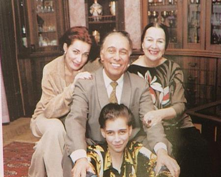Николай Сличенко с семьей!