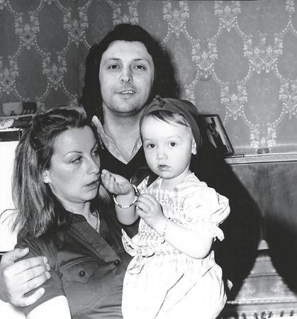 Вячеслав Добрынин с первой женой Ириной и дочерью Катей