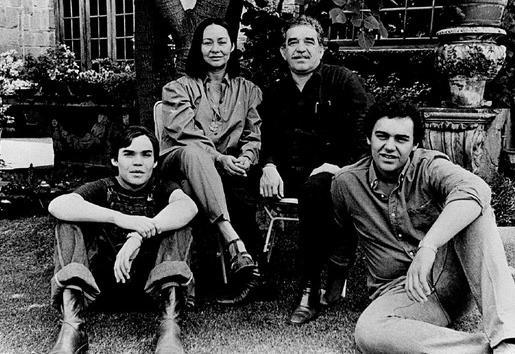 Габриэль Гарсиа Маркес с женой и сыновьями, 1980 г.