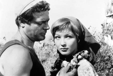 Любитель женщин Марчелло Мастроянни потерял голову от юной актрисы
