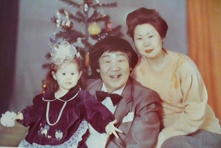 Кола Бельды с женой и дочкой Леной