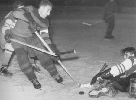 Хоккеист Анатолий Тарасов