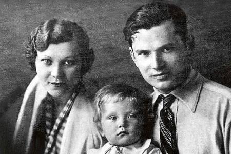 Клавдия Шульженко с мужем и сыном
