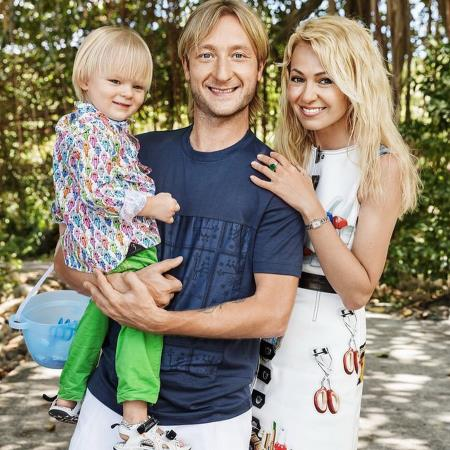 Яна Рудковская с семьей: мужем и сыном