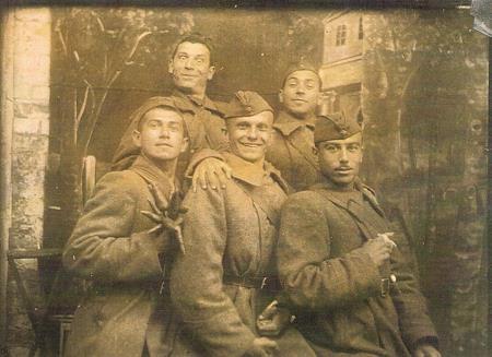 Военные годы в верхнем ряду слева Борис Сичкин