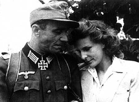 Лени с мужем Петером Якобом, они поженились в 1944-м