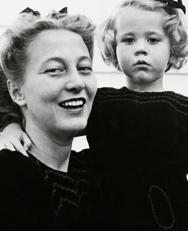 Джейн в детстве с мамой