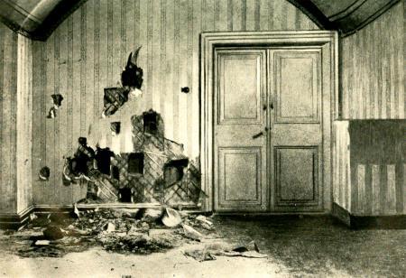 Комната в подвале дома Ипатьева, где была расстреляна царская семья. В 1977 году дом Ипатьева снесли - из-за нездорового интереса к этому месту. Сейчас там стоит православный Храм-на-крови.