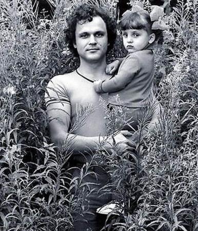 Помимо Оли (на фото) у Николая Еременко была еще одна, «тайная» дочь, от гражданской жены Татьяны