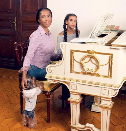 Елена Ханга с дочерью