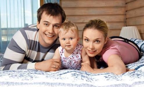 Татьяна Арнтгольц с Иваном Жидковым и дочкой Машей
