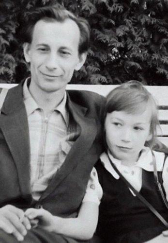 Лена с отцом в детстве