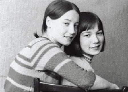 Елена с сестрой Марией в юности