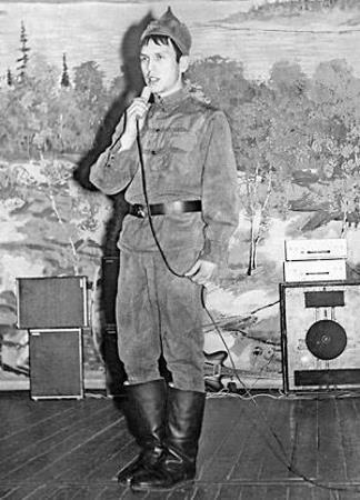 Николай Носков на смотре во время службы в Армии