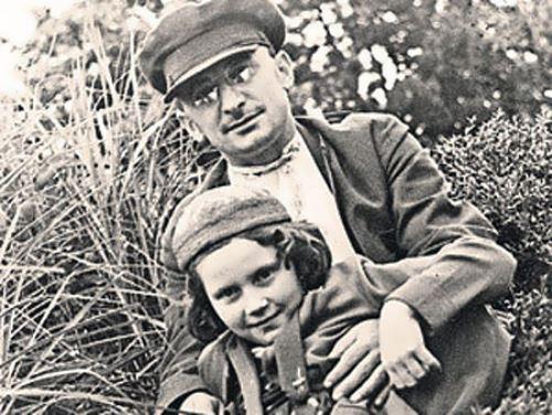 Сталин не на шутку испугался, узнав, что его дочь бывает в доме Лаврентия Берии.