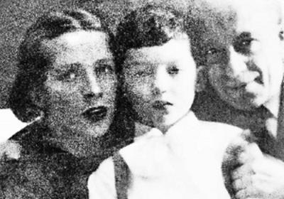 Максим с родителями в детстве