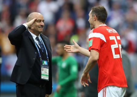 Станислав Черчесов и Артем Дз.юа во время матча на ЧМ-2018