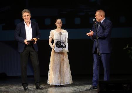 Награждение Алексея Пиманова за его фильм о Крыме.