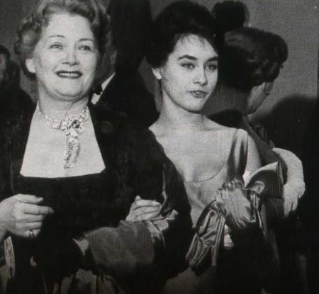 Ольга Чехова с дочерью Адой на своем 65-ти летии