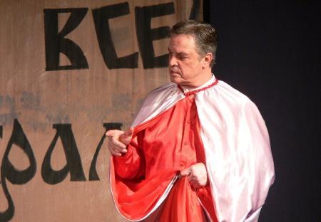 Ивар Калныньш на сцене театра в роли Понтия Пилата