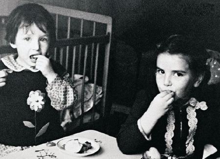 Дочки: Алика и Елена в детстве