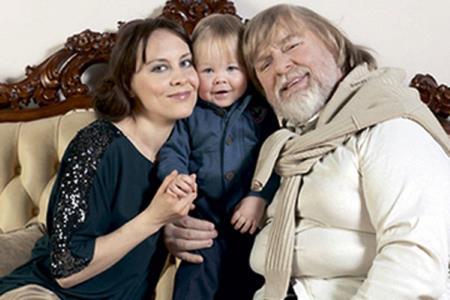 Валентин Дикуль с женой и сыном