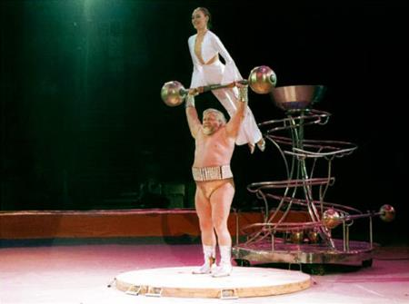 Валентин Дикуль в цирке