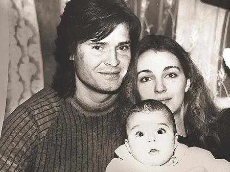 Татьяна Лютаева с бывшим мужем и маленькой дочкой Агнией