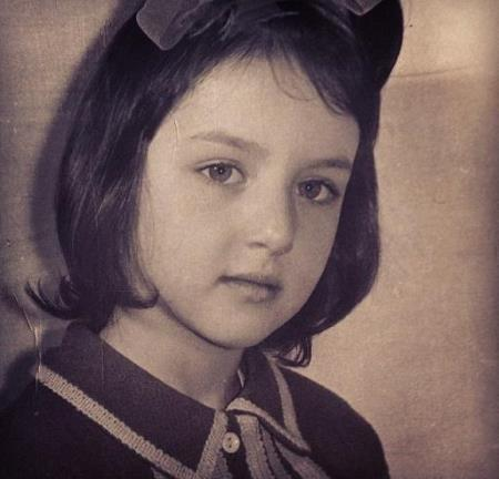 Алика в детстве