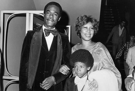 Арета Франклин с актером Глинном Терменом и сыном