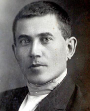 Николаи Ежов в молодости