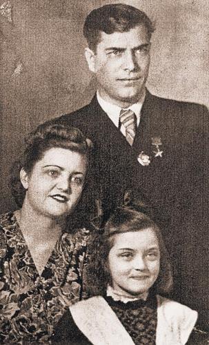 Жанна с родителями в детстве