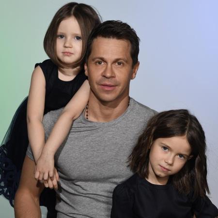 Павел Деревянко с дочками