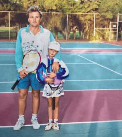 Маша в детстве с отцом, девочке 6 лет