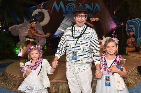 Илья Лагутенко с любимыми дочками