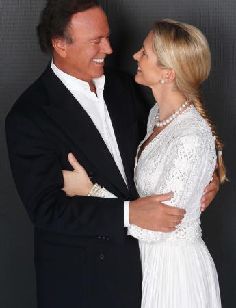 Хулио Иглесиас с женой Мирандой