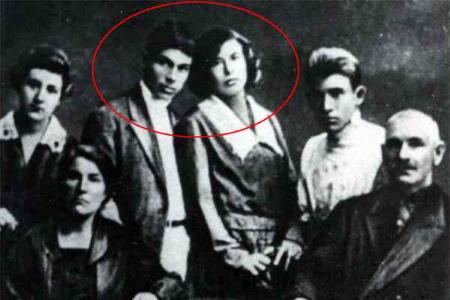 Николай Гастелло с женой в центре фото