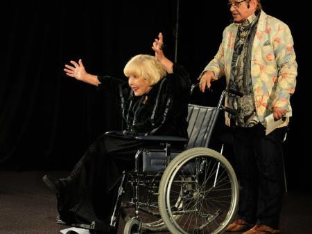 Ада Роговцева и Роман Виктюк на сцене