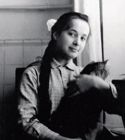 Ирина в юности, школьные годы