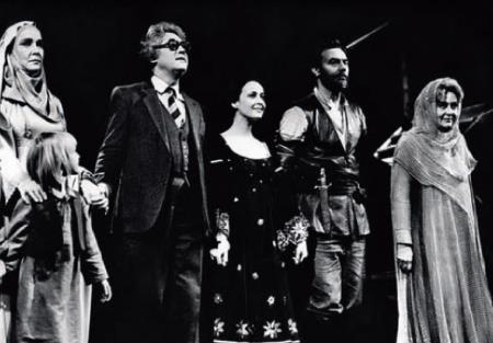 Ирина Печерникова на сцене театра