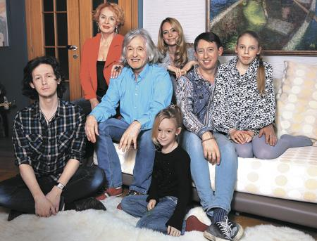 Вячеслав Малежик с семьей