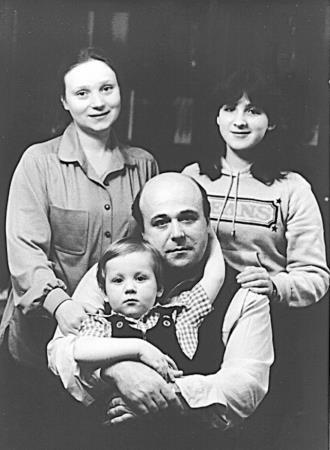 Александр Калягин с Евгенией Глушенко и детьми