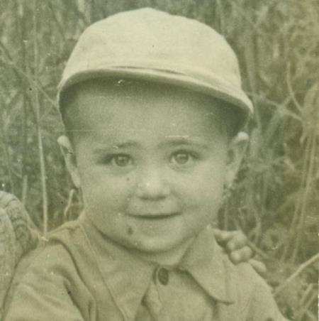 Саша в детстве